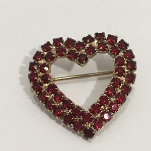 Heart brooch. Goldtone with Red stones.